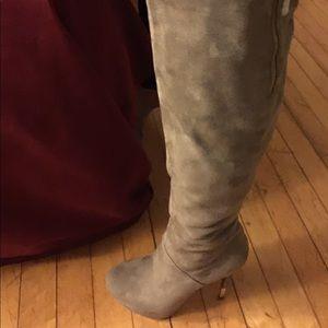 luichiny tan boot gold tipped heel, new unworn